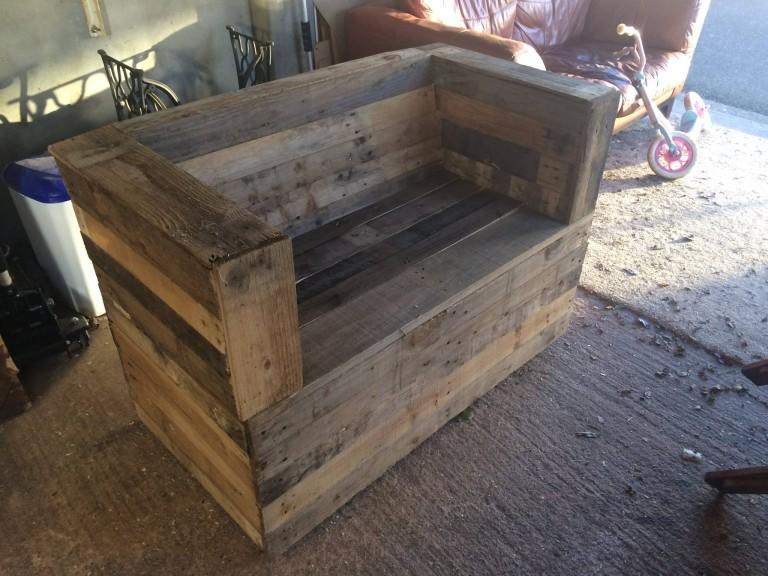 1001 idee de fabrication de meuble en palette - Faire un banc avec des palettes ...
