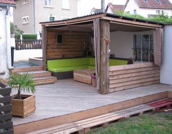 Comment faire une terrasse en palettes - Fabriquer une terrasse avec des palettes ...