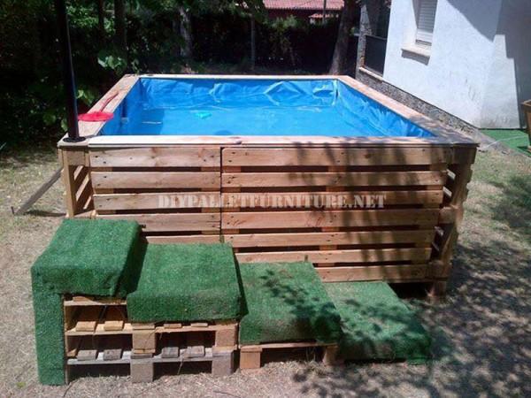 Projette-pour-construire-une-piscine-avec-palettes-1-600x450