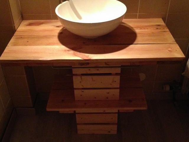 Id e de meubles en palette for Meuble salle de bain en bois de palette