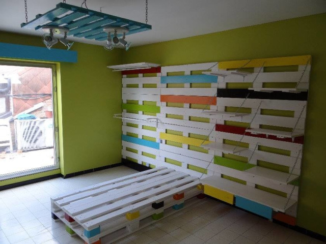 Des id es de lit en palette - Comment faire un meuble en palette ...
