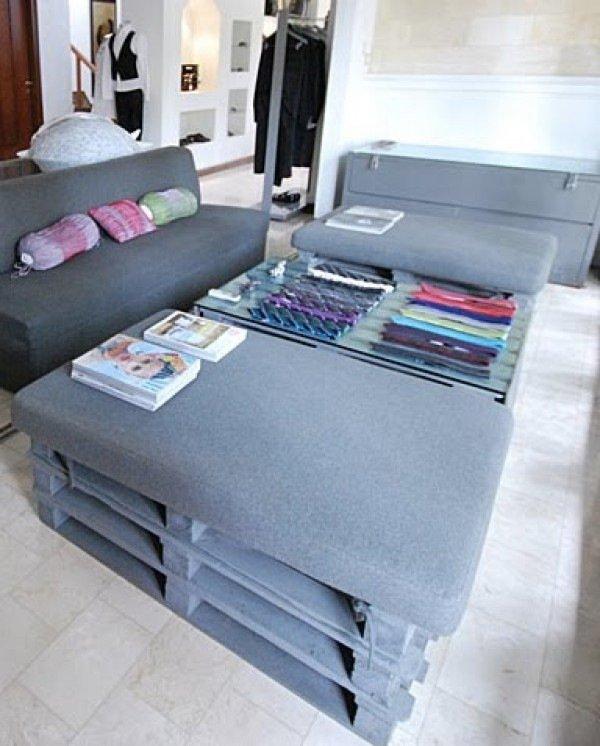 meubles-bois-palettes-coussins-gris-salon