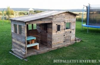Une maison d'enfant en palette